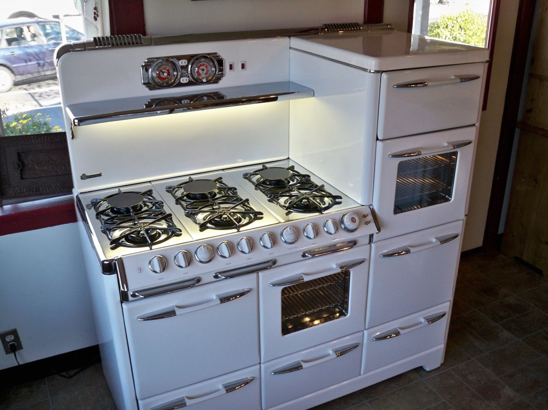 Uncategorized Vintage Kitchen Appliance For Sale vintage stoves a throwback to earlier thanksgivings estate sales thanksgivings